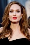 Анджелина Джоли сыграет маму Алисы в стране чудес и Питер Пэна