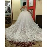 Цветочный принт свадебного платья