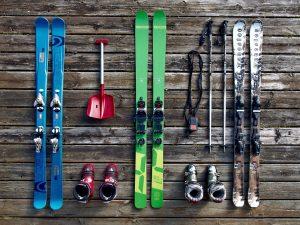 Стихи к подаркам, с днем рождения, оригинальный подарок, лыжи, лыжное оборудование, зима 2019