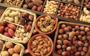 Самые полезные продукты питания, орехи, соя, бобовые